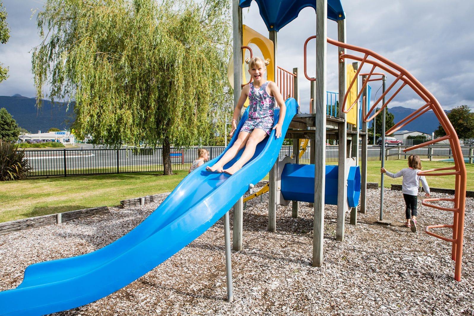 Te Anau TOP 10 Holiday Park - playground