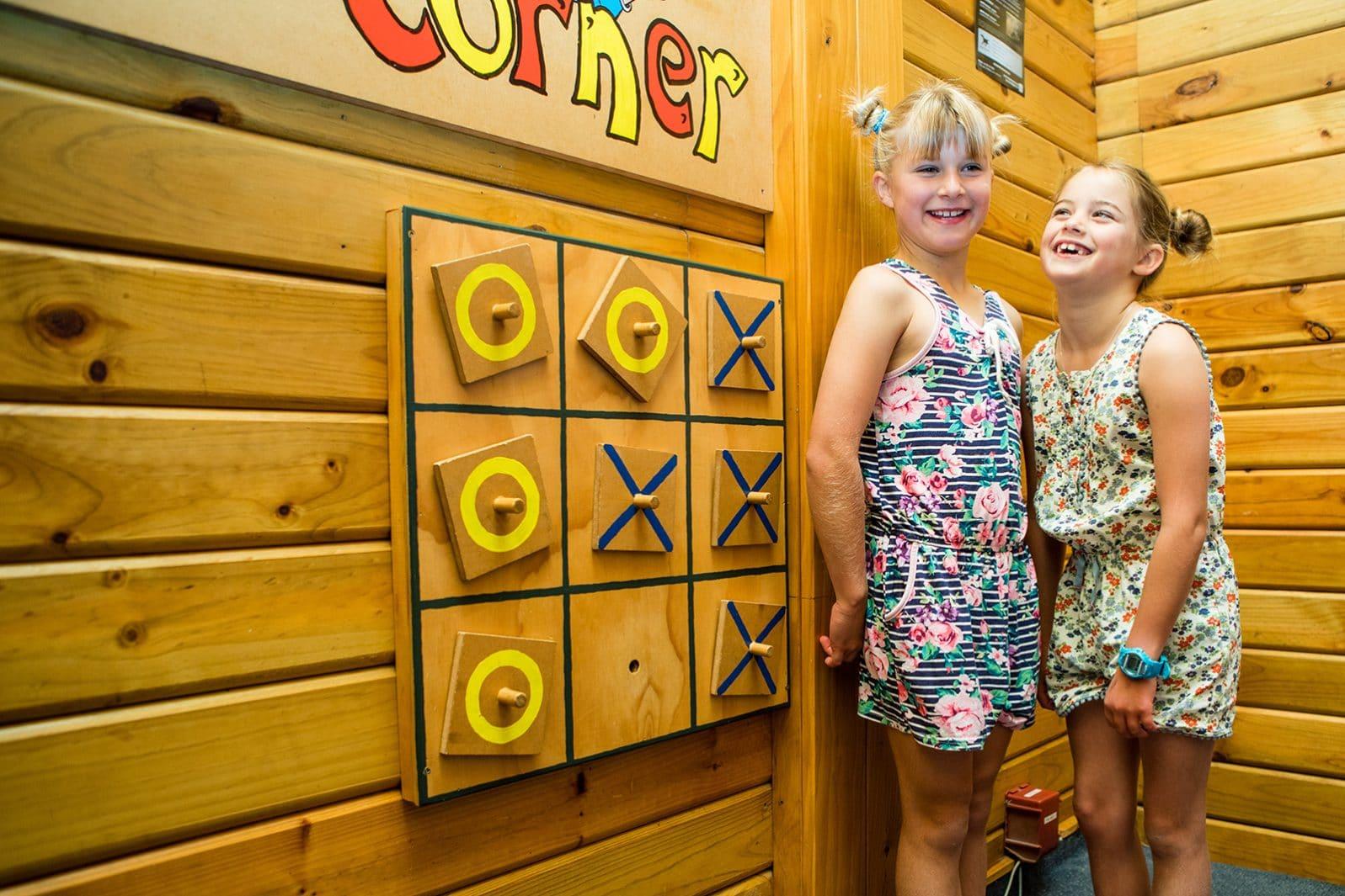 Te Anau TOP 10 Holiday Park - communal lounge