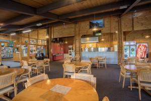 Te Anau TOP 10 Holiday Park - communal dining