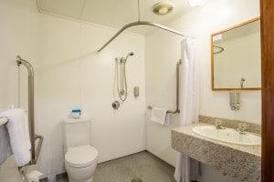 Te Anau motel accommodation - bathroom